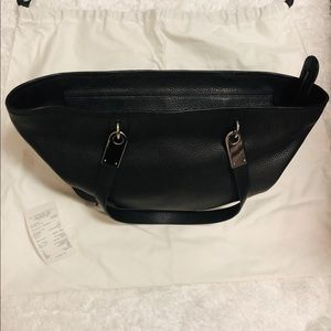 dc3be69db3a2 Marc Jacobs Bags - Marc Jacobs  Pike Place  East West Leather Tote